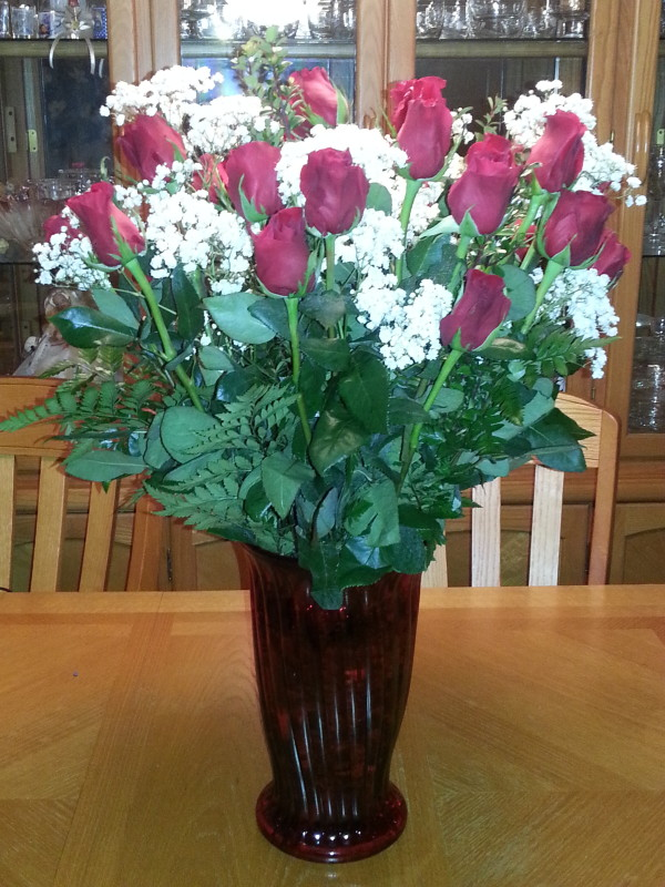 Dozen Red Roses & Baby\'s Breath In Large Vase | Alex Flowers