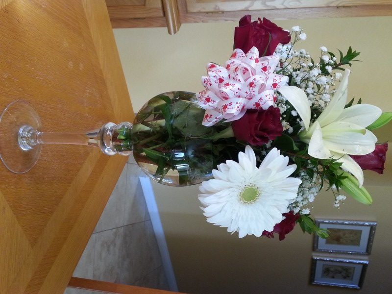 Red Roses, White Lilac, White Daisy & Baby's Breath In Fancy Vase
